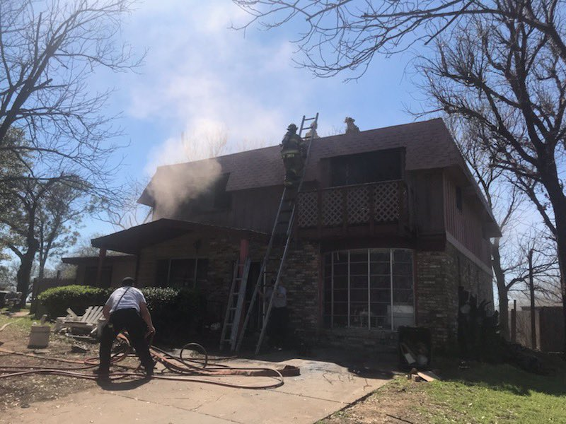 EastSide companies made an aggressive attack on a 2 story house fire this afternoon in the 2300blk of Felder. E24 arrived on scene with HEAVY fire from the rear of the building. No injuries were reported. #FWFDfire.