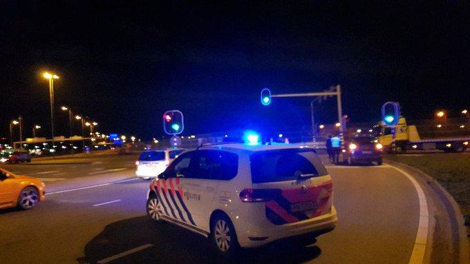 Westerleeplein Aanrijding 2 voertuigen. Geen gewonden. https://t.co/O38yqRGjyY