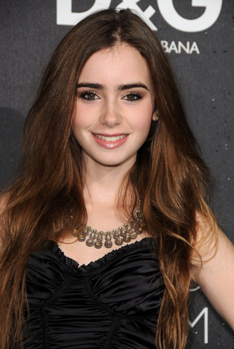 Omg it\s Lily Collins\s birthday and I didn\t know that??? Happy birthday