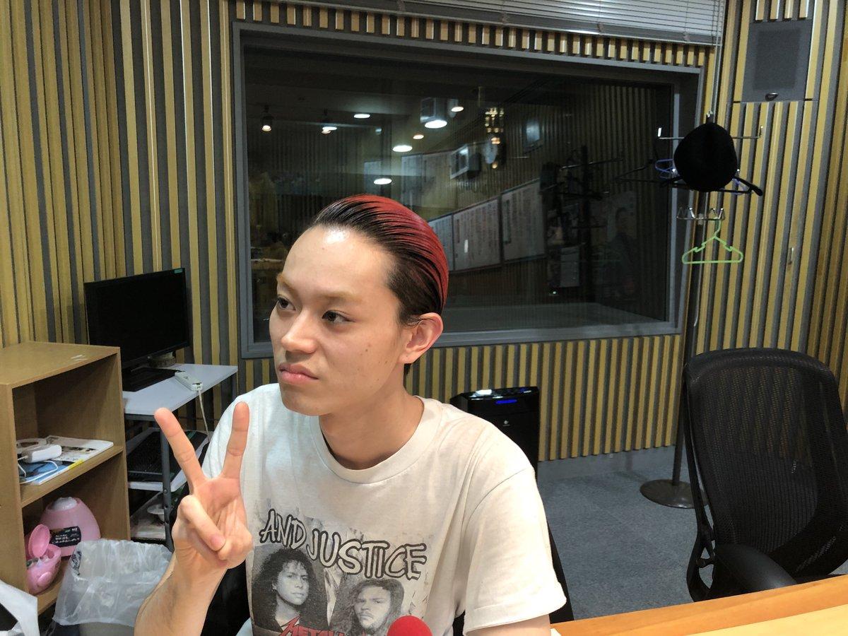 ただ今放送中!『菅田将暉のANN』菅田さんは、髪色が「赤」になりました。「紫」でも「緑」でもありません。「赤」になりました。スマホやPCをお持ちの方はradikoでもお聴きいただけます! … #radiko#菅田将暉 #菅田将暉ANN