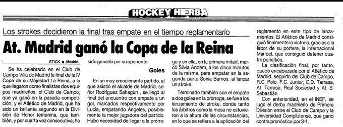El 18.3.1990 el equipo de hockey hierba femenino del @Atleti ganó su primera y única Copa de la Reina al derrotar en la tanda de strokes (penaltis) al Club de Campo, tras finalizar el tiempo reglamentario en 2-2. #TalDiaComoHoy #HistoriaATM
