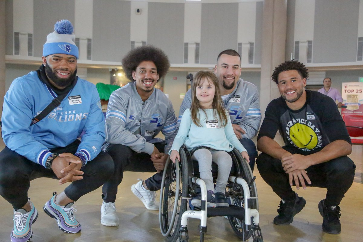 All smiles this Monday morning.   Huge thanks to @ShrinersHospSLC for letting us make some new friends today 🤝