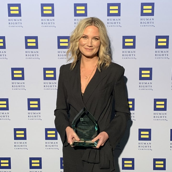 """#LoveIsLove and all are welcomed."" 🌈💕  @HRC was proud to honor @JenniferNettles of @Sugarlandmusic with the Ally for Equality Award at the HRC Nashville Dinner."