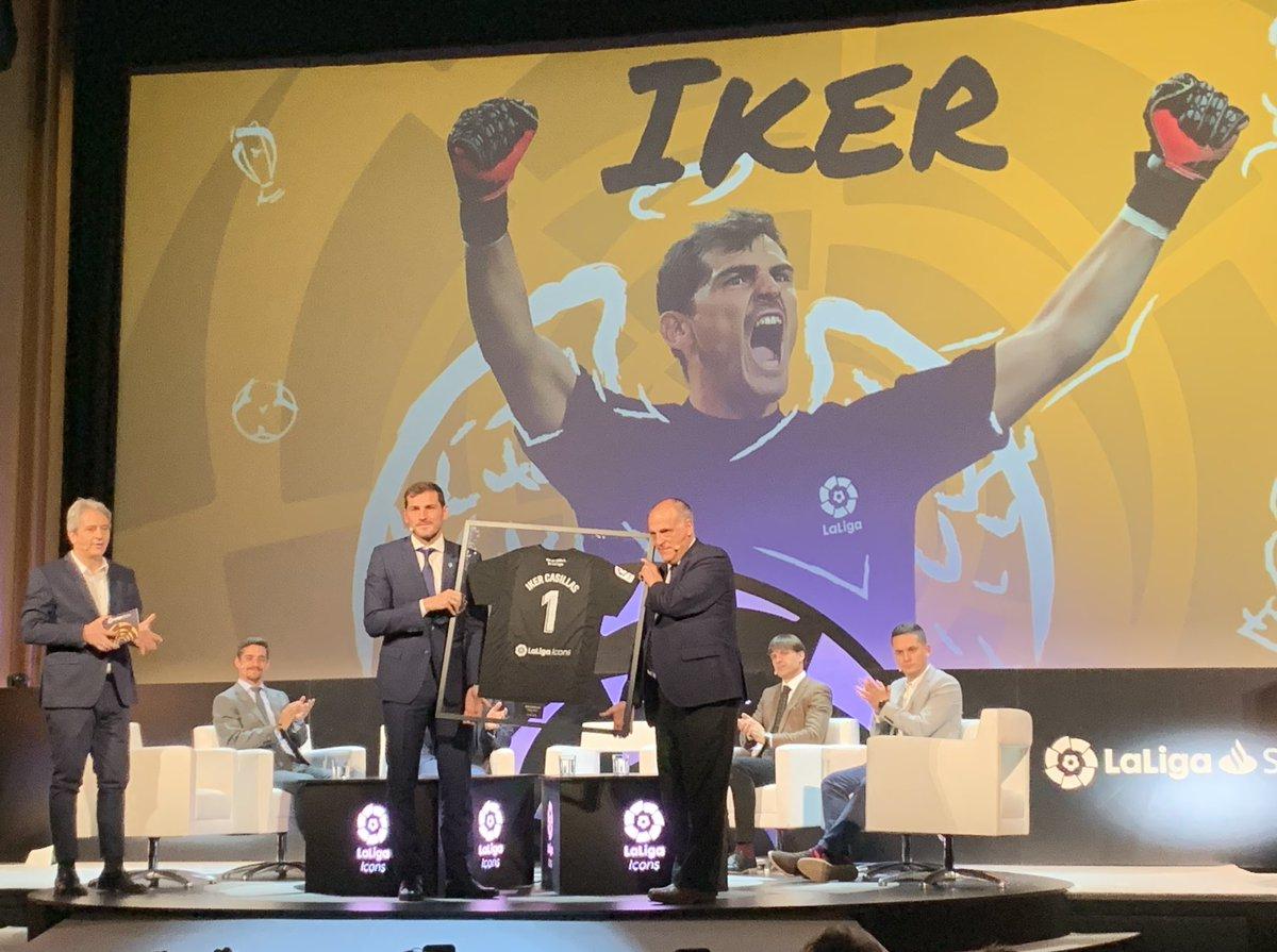 """""""Gracias @IkerCasillas por tomar la decisión de formar parte de #LaLigaIcons"""" — @Tebasjavier"""