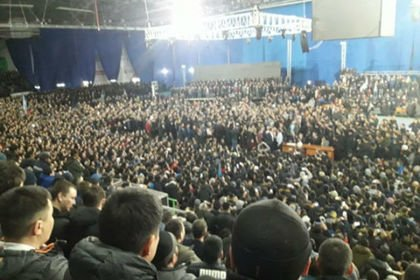 На антимигрантское собрание в Якутске пришли глава региона, мэр и тысячи человек  https://t.co/zGAZ1U463w https://t.co/3NAqYkGKso