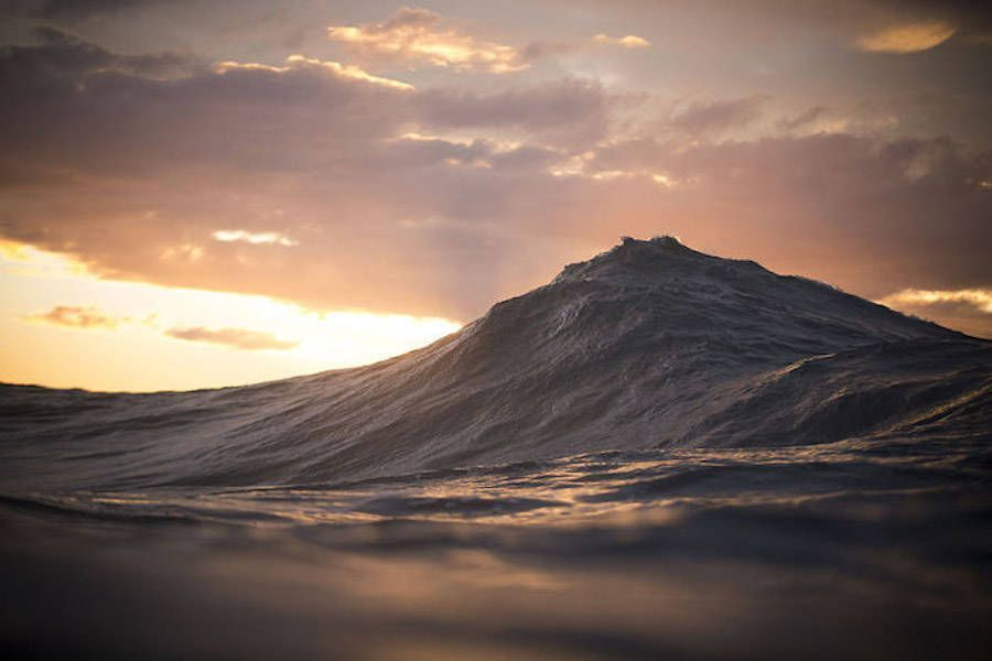 Impressive Photographs of Waves Looking Like Mountains https://t.co/OzmdMoD6WD https://t.co/m0q9mw044N