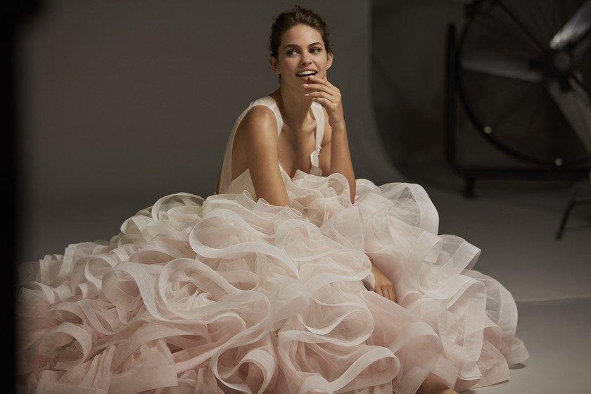 8606a9055d la coleccion 2020 de pronovias tiene vestidos hasta la talla 64 disenos  para embarazadas y looks