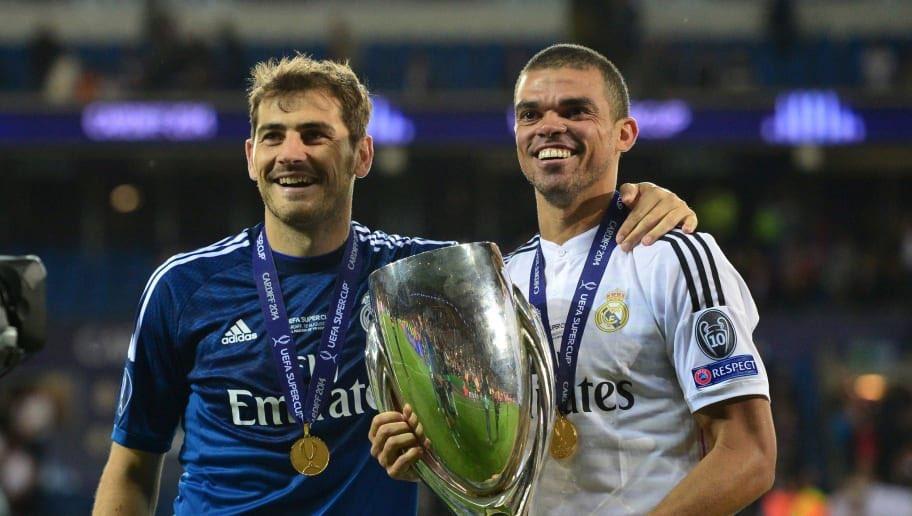 Madridismoen lever. Videre i CL. På en måde! @FCPorto  To legender ❤️ @officialpepe y @IkerCasillas  #PortoRoma #FCPASR