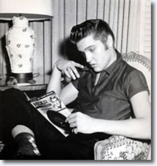 Look at that face #ElvisPresley #ElvisHistory #youngelvis #rareelvispics #youngandbeautiful #onlyoneelvispic.twitter.com/SwKa9Tf89u