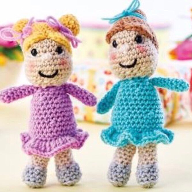 Miss bunny | Downloadable amigurumi crochet pattern | lilleliis | 666x666