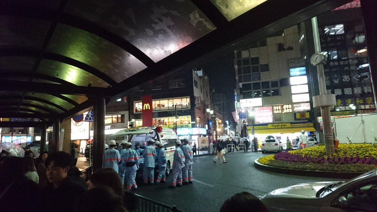 浦安駅に救急車が駆けつけてる現場画像