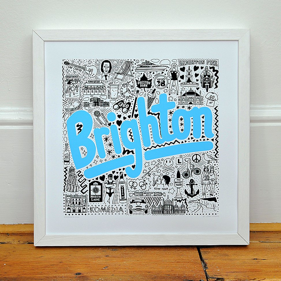 Brighton always comes into its own when the sun is out!🌞The Brighton map is full of details of local Brighton landmarks such as @GAK_CO_UK , @KomediaBrighton @BA_i360 and Brighton staples like #tuaca and #brightonrock 🤘
