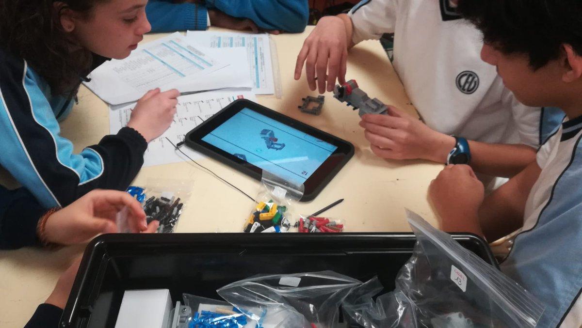 En el @minmaculadahhc ya tienen todo preparado para construir el robot de #RobóticaEdelvives 🤖 #robóticaeducativa