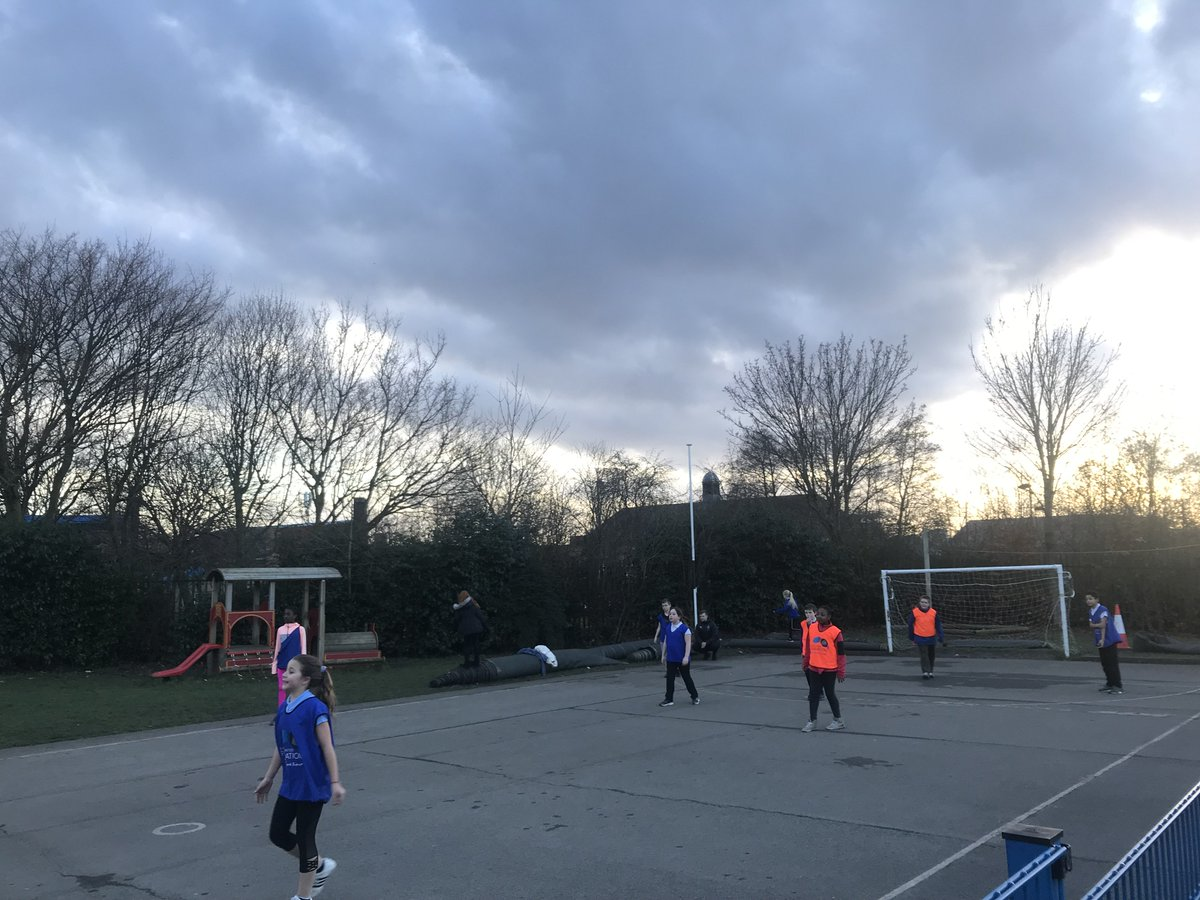 What a busy week we've had in Byker! Great to have @_MCFoundation with us this week taking a look at our newest #CarricksKicks session @BykerPrimary! #buildingaunitedfuture