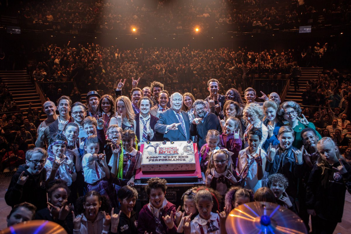 The ultimate #selfie doesn't exi...😏👇   A HUGE thank you to everyone involved last night, we couldn't of asked for a better cast and audience to celebrate our 1000TH PERFORMANCE with!   Here's to 1000 (and the rest) more! 👊🤘#SOR1000 https://t.co/7L6Kb0Tzzi