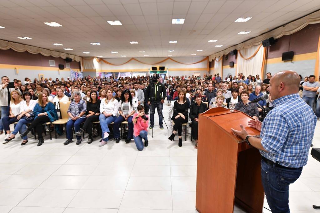 """Brindando un cálido homenaje a cientos de mujeres en la ciudad. """"Ellas representan un pilar fundamental dentro de nuestra gestión, y entre todos vamos a construir una sociedad digna de ser vivida por cada vecino y vecina de #Madryn y de la Provincia de #Chubut"""