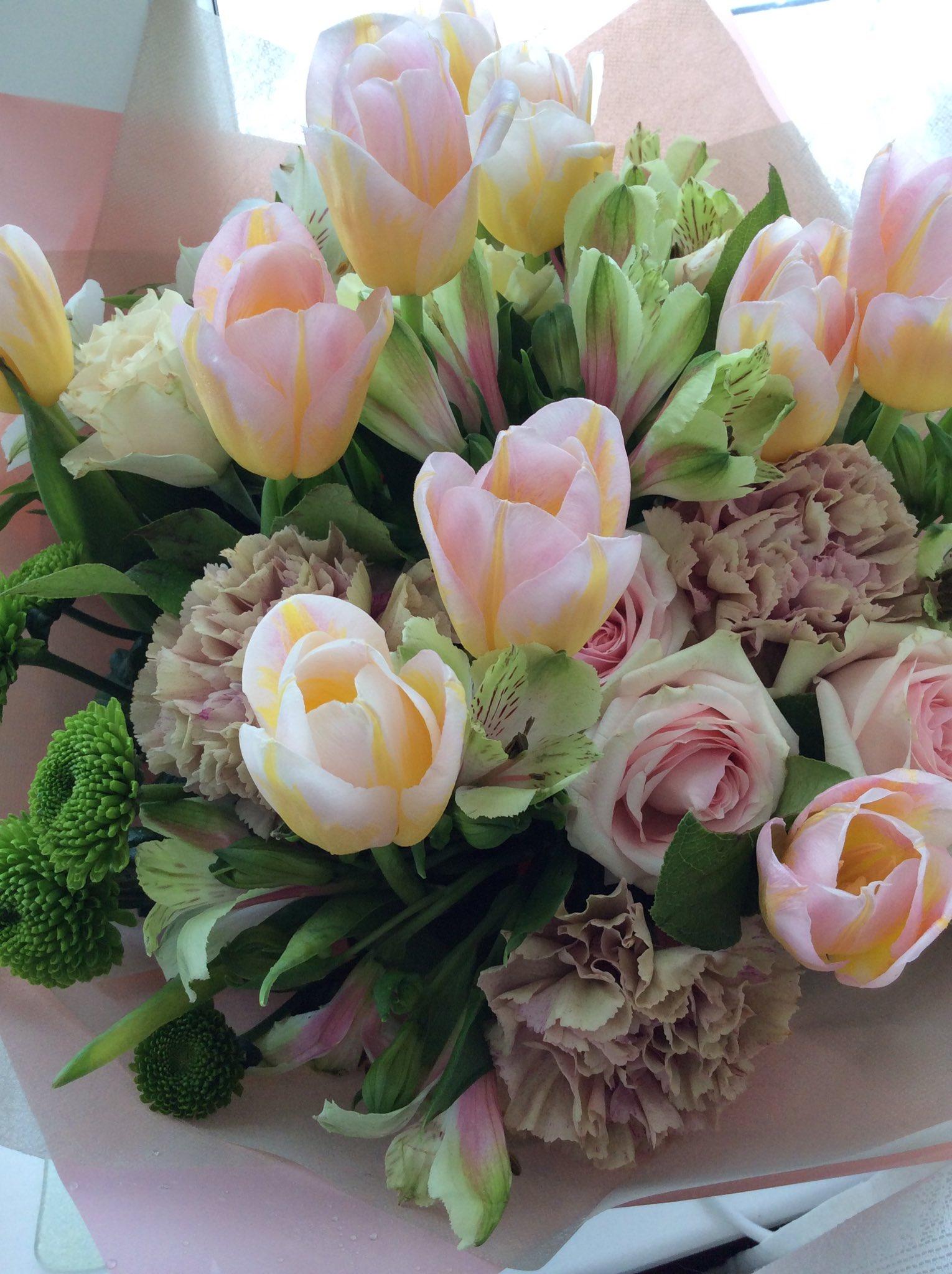 Оригинальные букеты к 8 марта хабаровск, букеты розы гипсофилой