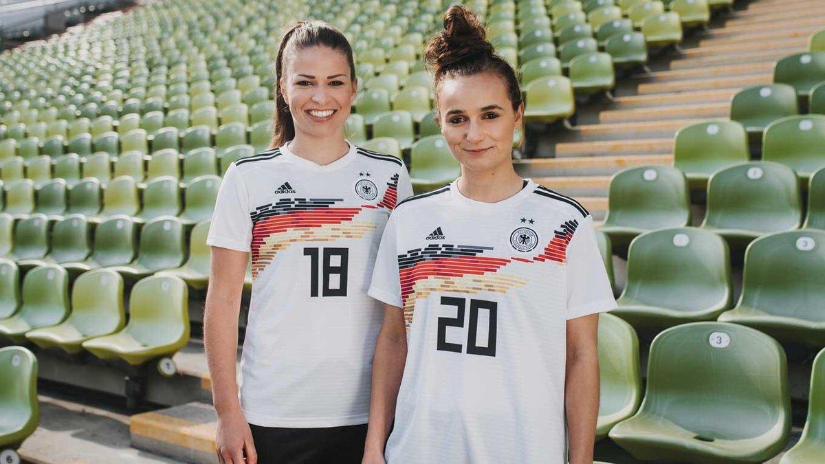 huge discount c50ab ed2d6 DFB-Frauenfußball on Twitter: