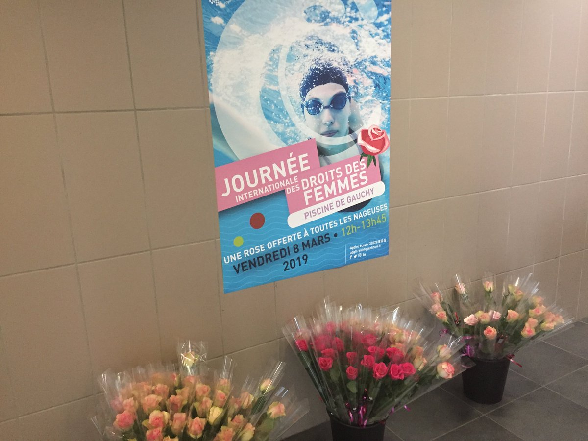 A l'occasion de la #JourneeDesDroitsDesFemmes l' @AggloStQuentin offrait une rose à chaque nageuse ce vendredi entre 12h et 13h45 à la piscine de Gauchy 🌹#AggloProcheDeVous #AggloSaintQuentinois #Piscine #PiscineDeGauchy #Rose #InternationalWomensDay https://t.co/l98DXwk5pa