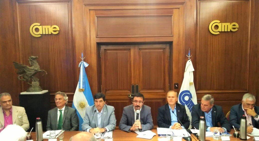[AYER] Para presentar el Programa Argentina Exporta, recibimos a su responsable, Juan Carlos Hallak, en la mesa del Consejo Directivo de @redcame, entidad que integra la Mesa Exportadora y, en dicho marco, brinda capacitación a las PyMEs.