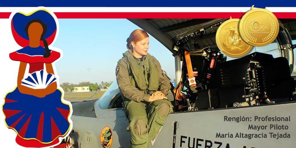 """DMRedesOficial Twitterren: """"En el renglón #Profesional Mayor Piloto María Altagracia Tejada Quintana, licenciada en Ciencias Militares y Aeronáuticas, graduada en la academia Militar Batalla de las Carreras en el años 2005. Primera"""