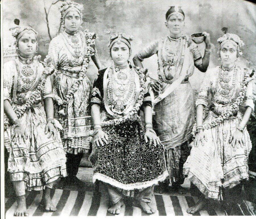 Храмовые проститутки индии заказать проститутку в Тюмени ул Ключевская