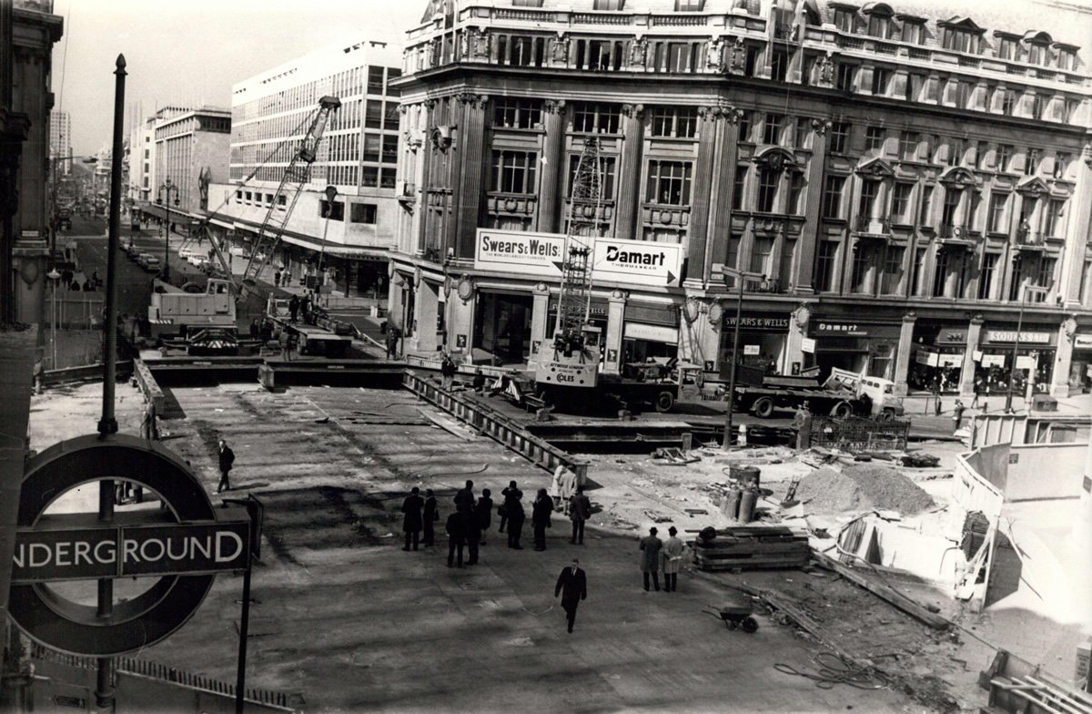 D1Jp9SsWkAEsTcu - Construction of Oxford Circus station 1962-69