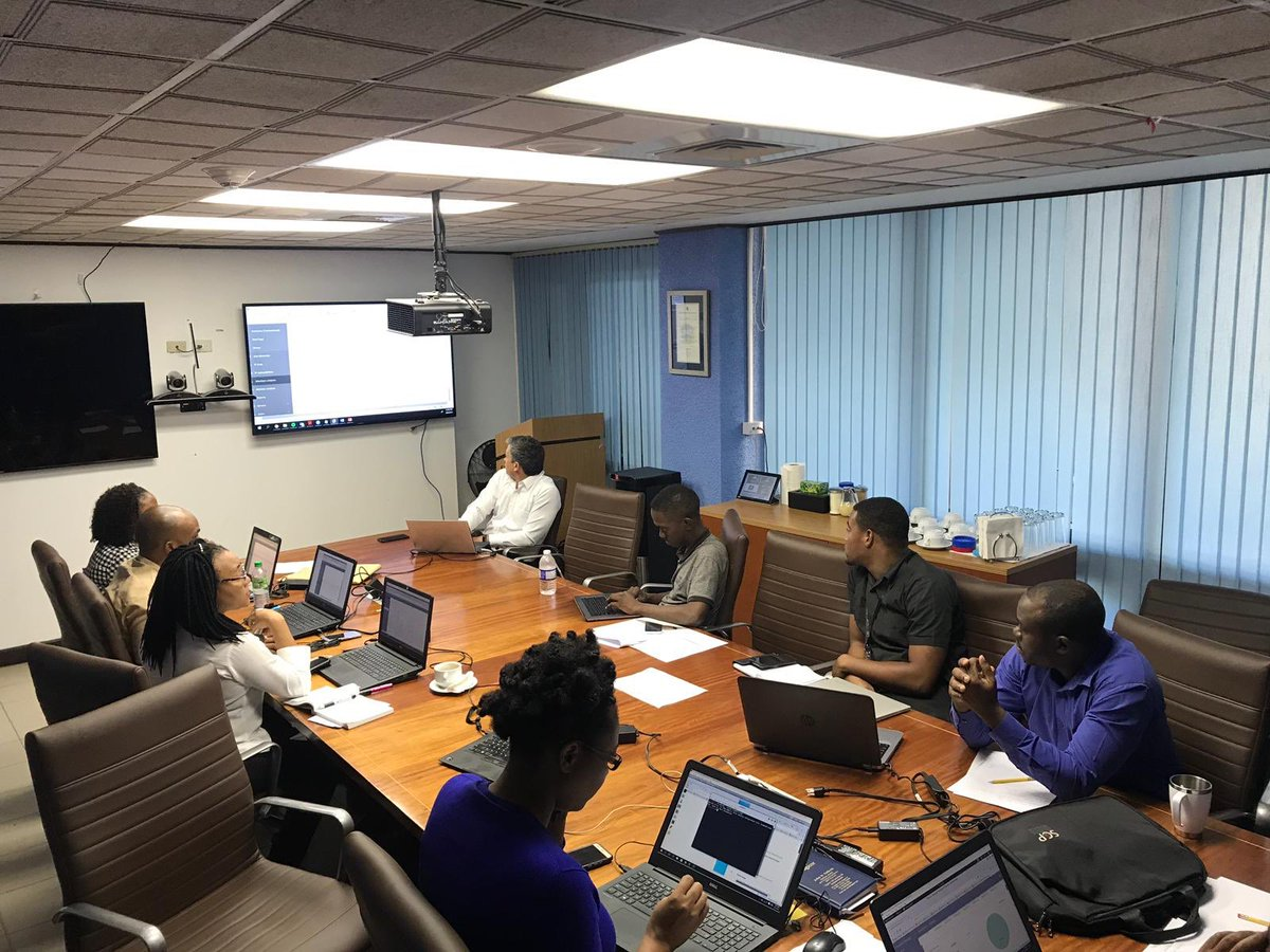 The Cyber Incidents Response Centers #CSIRTs monitor, anticipate and respond to cyber attacks, improving #cybersecurity. Today, the Government and @CyberSecJamaica teams carry out an evaluation exercise in the @OAS_official #worshop @MateoMartinezOK @LondonCyber @foreignofficepic.twitter.com/NPtRQa49xz