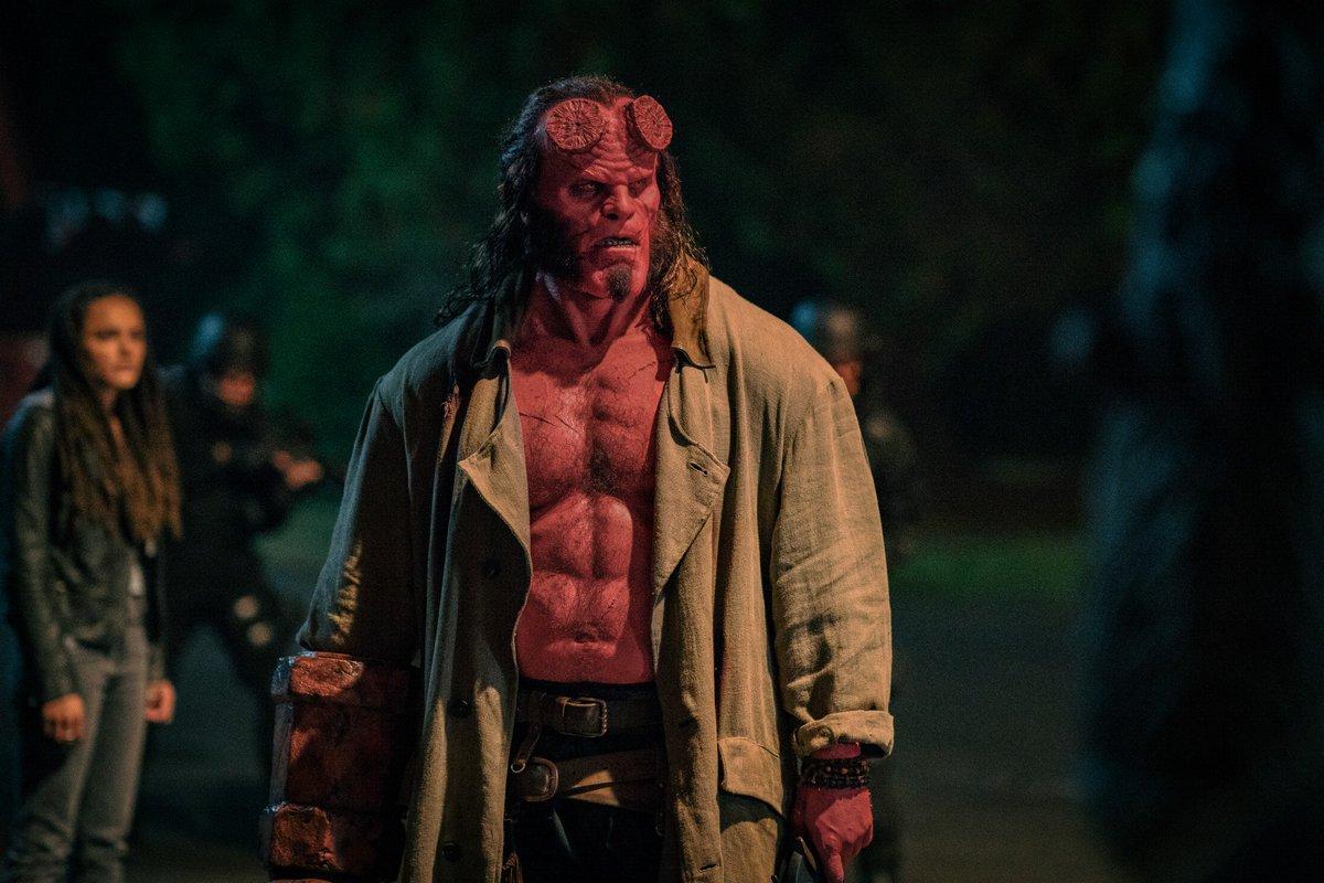 地獄來的英雄將展現自己為亞瑟王後代的風範!《地獄怪客:血后的崛起》四張全新劇照公開~