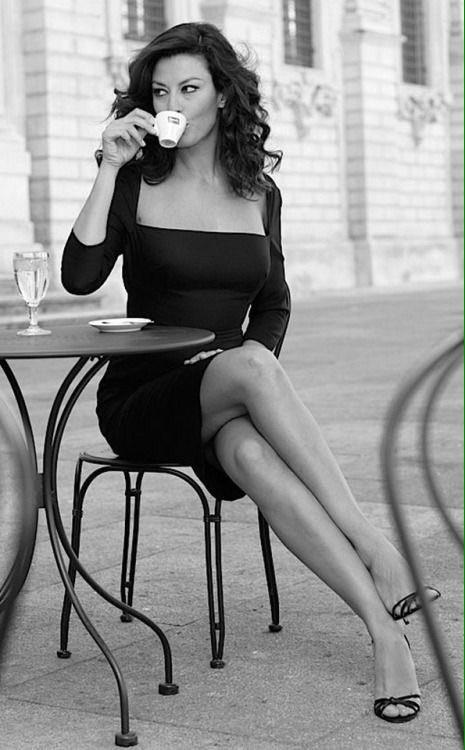 La petite robe noire ... deux versions.  #journéeInternationaleDesDroitsDesFemmes