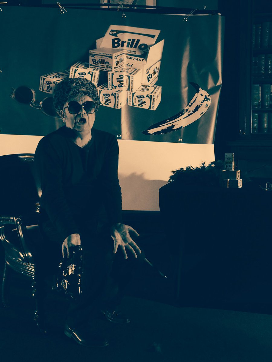 """@garryroost as #AndyWarhol in #Warholbulletkarma #Treasury1860 @ADLfringe FINAL show TONIGHT 7:30pm """"..a really strong actor performing a cleverly written play. I was in fact, in a state of cognitive dissonance.."""" Bob Becker 🌟 🌟 🌟 🌟  #Warhol #Art https://t.co/32RsUQ49HN"""