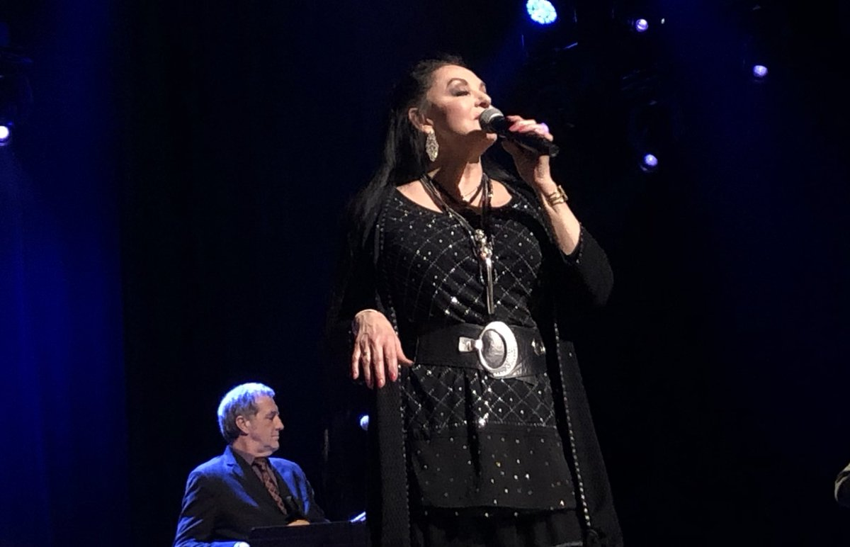 Spending #InternationalWomensDay with one of the very best, #OpryMember @TheCrystalGayle! <br>http://pic.twitter.com/O9d7lk6F8h