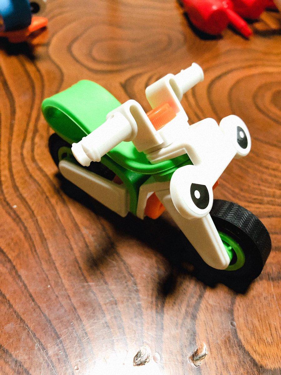 test ツイッターメディア - 知育玩具シリーズがアツい🙌 前回のヘリコプターと 飛行機に余った目のシール 母が勝手に貼り付けていた😑 #知育玩具 #ダイソー https://t.co/iWrwNtaefG