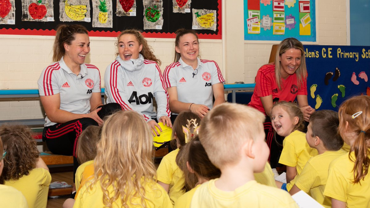 😂 Kids say the funniest things! Watch as @ManUtdWomen stars @KirstyHanson3, @amy_turner4 and @charliedevlin98 field questions from local primary school children. #MUWomen