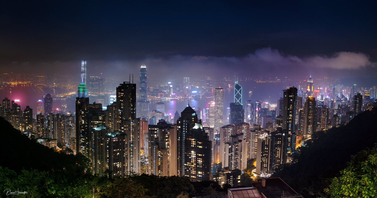 The view from #victoriapeak in #Hongkong - What a View! pic.twitter.com/yQAnvNzhpl
