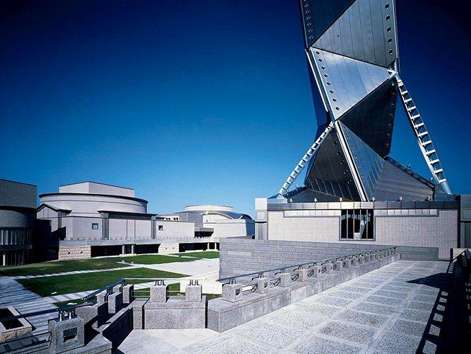 RT @CasaBRUTUS: 「建築界のノーベル賞」プリツカー賞を受賞した磯崎新。審査員のコメントとともに、手がけた建築や歩みを紹介します。 ⇒ https://t.co/HCR1WydBPe https://t.co/G82fzSgroD