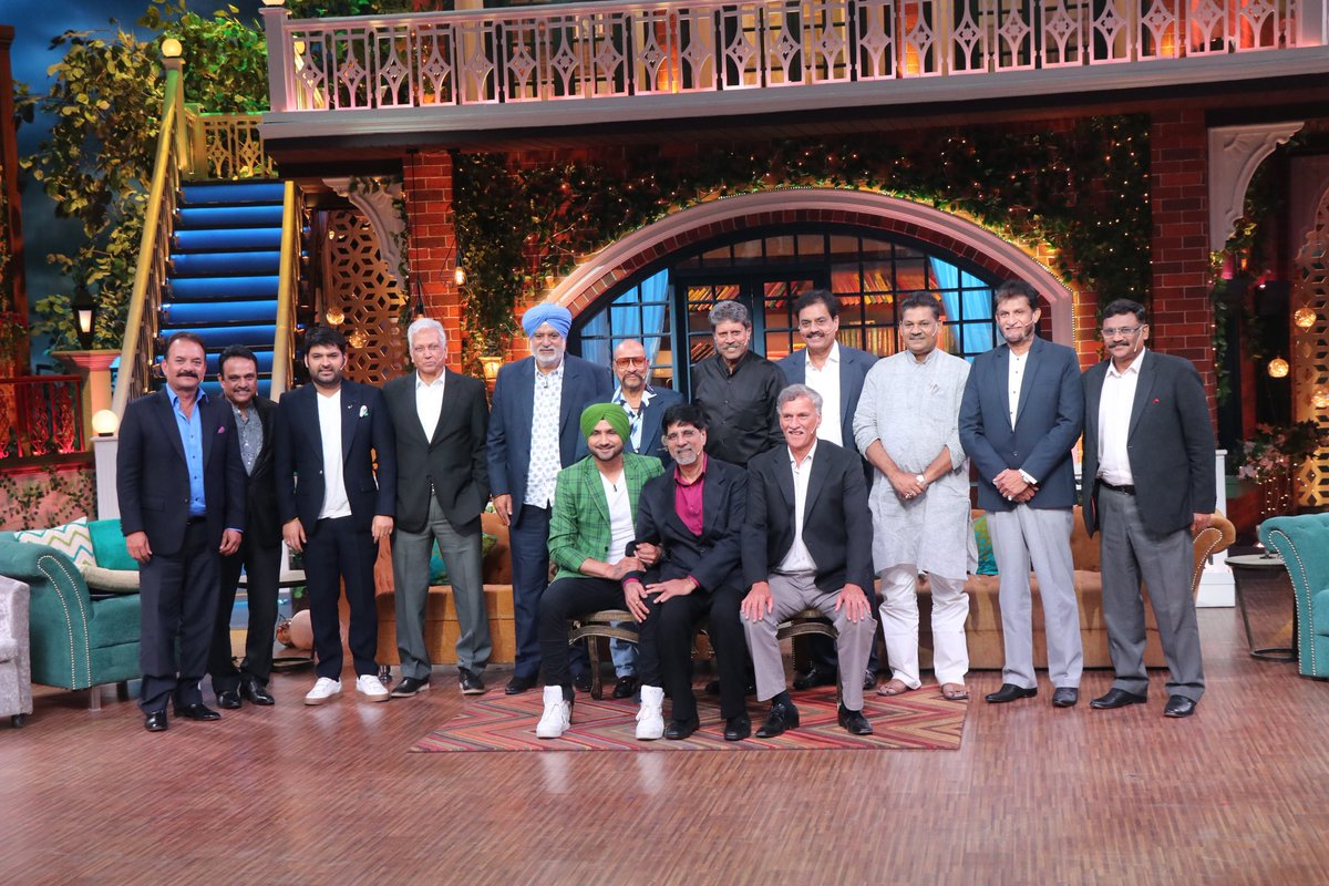 Posing with the #1983worldcup winning team  ⁦@therealkapildev⁩ ⁦@harbhajan_singh⁩ don't miss this epic episode tonight #tkss #thekapilsharmashow ⁦@SonyTV⁩ 9:30 pm <br>http://pic.twitter.com/1nNcZoS4cw