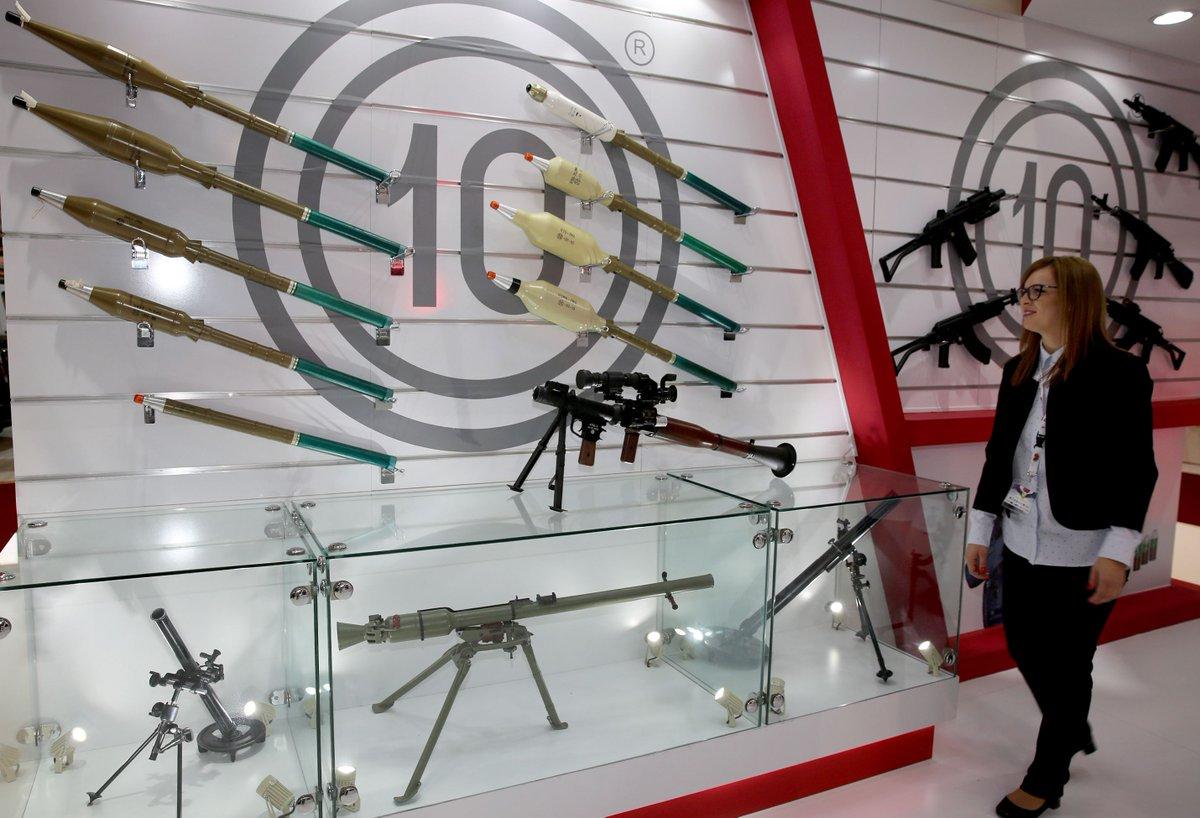 رئيس اركان الجيش العراقي يفتتح معرض الامن والدفاع ويؤكد أن شركة الصناعات الحربية العراقية بدأت بالتنفس D1OtlouWkAMHPEN