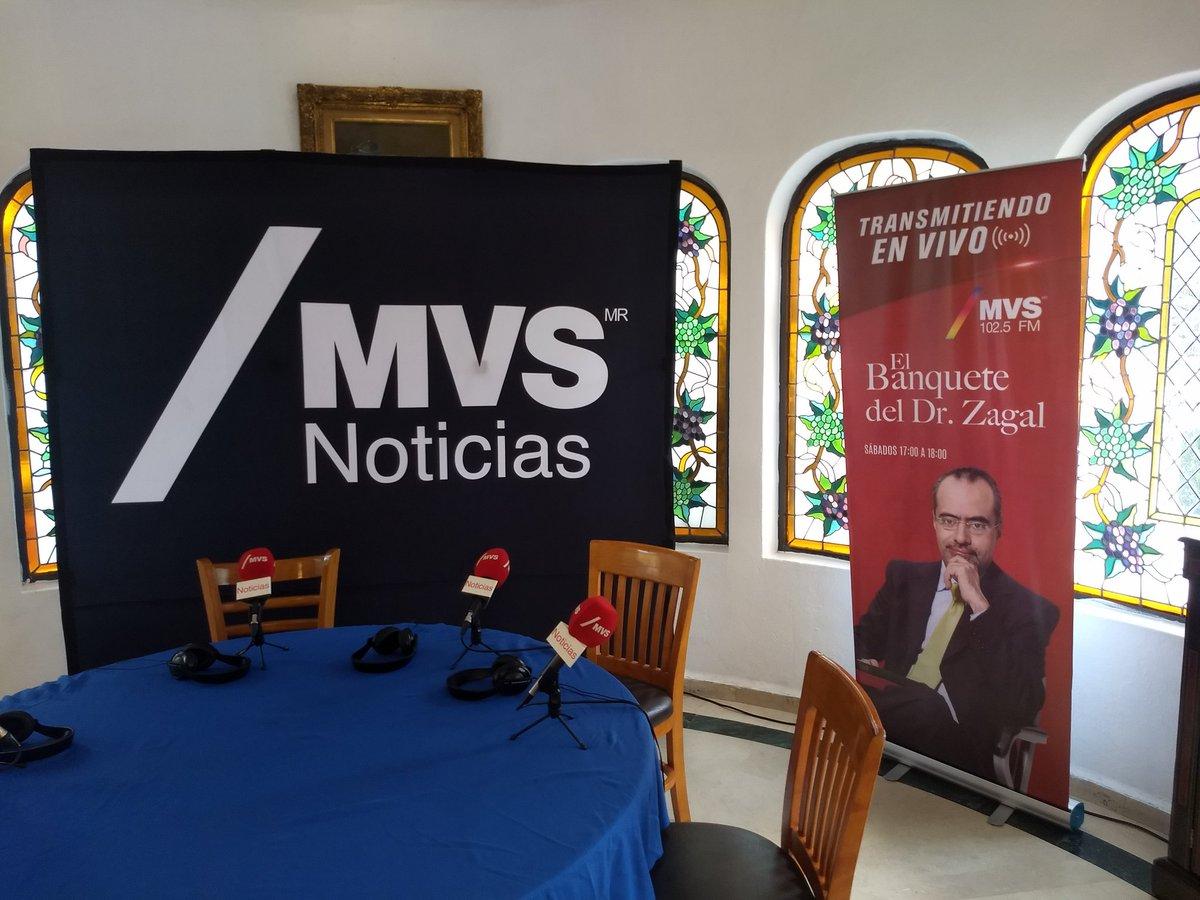 Los esperamos a las 5 en punto, ya está todo listo para este Banquete Especial !! @karlapaola_ab @hzagal @Matt_G_Forero @toytapia  MVS Noticias 102.5 FM.