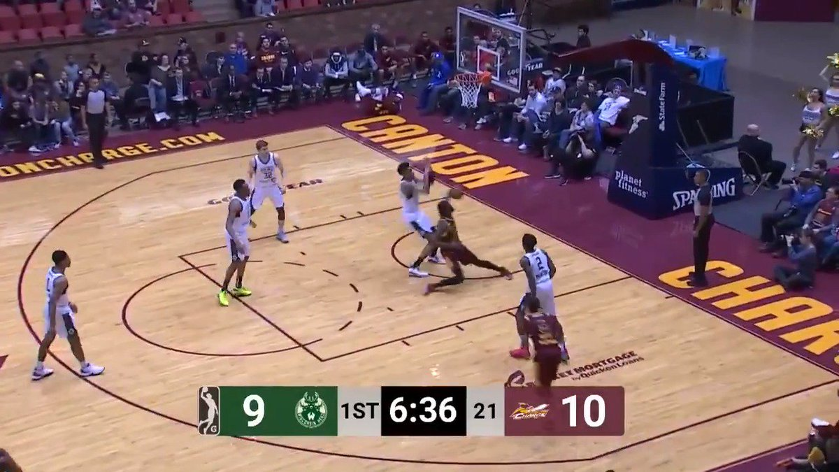 What a move by JaCorey Williams (@_JWilliams22) 👏  @MT_MBB ↗️ @CantonCharge   @WisconsinHerd 🆚 @CantonCharge: https://bit.ly/2tZtRhw