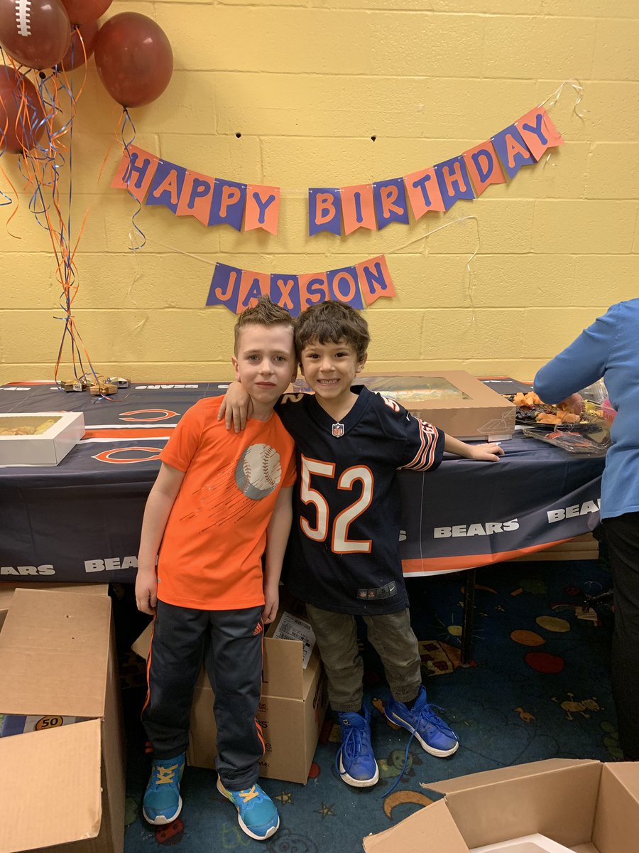 Jax wanted his 6th birthday party to be a @ChicagoBears party. @52Mack_