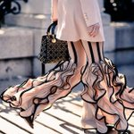 脚に牡蠣が付いているのかと思うデザイン!正直気持ち悪い……!