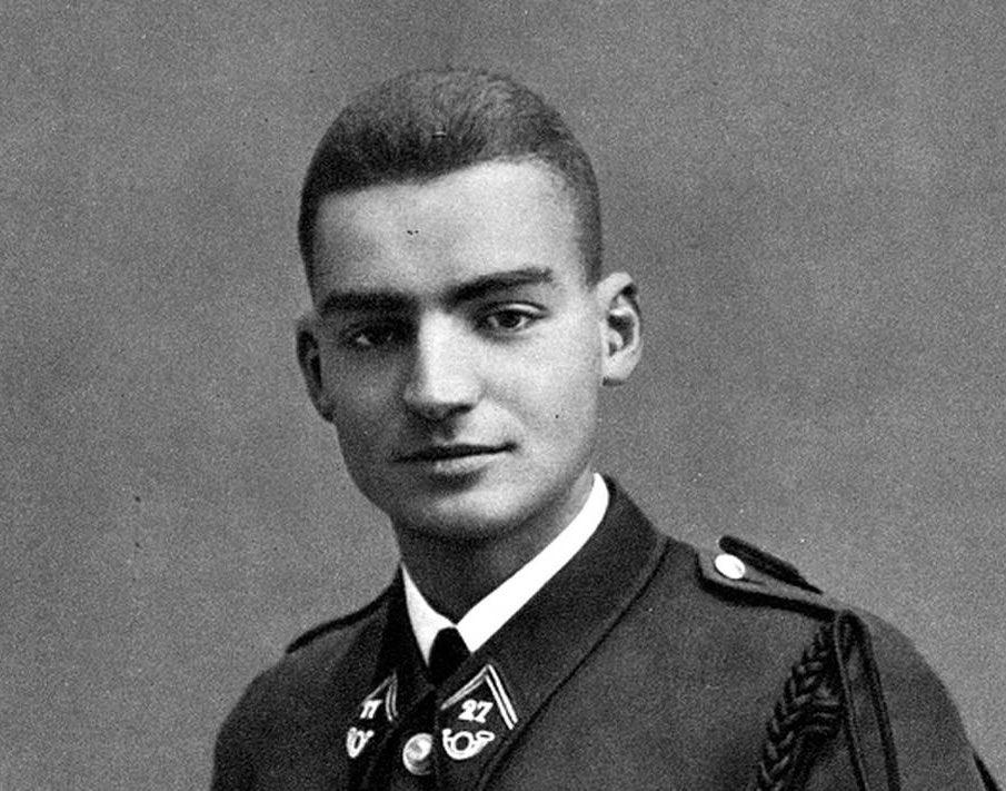 """𝓒𝓱𝓻𝓸𝓷𝓸𝓕𝓲𝓵 🏰 on Twitter: """"10 mars 1944 : au cours d'une opération lancée contre le PC des Groupes mobiles de réserve (GMR) à Entremont, le lieutenant Théodose « Tom » Morel trouve"""