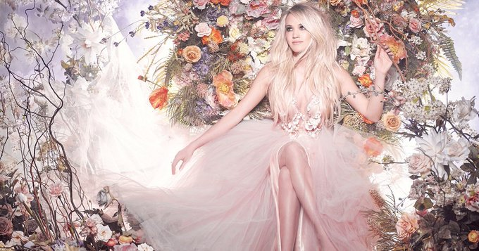 Happy birthday to my favorite singer, Carrie Underwood! Have a lovely day. You deserve it!