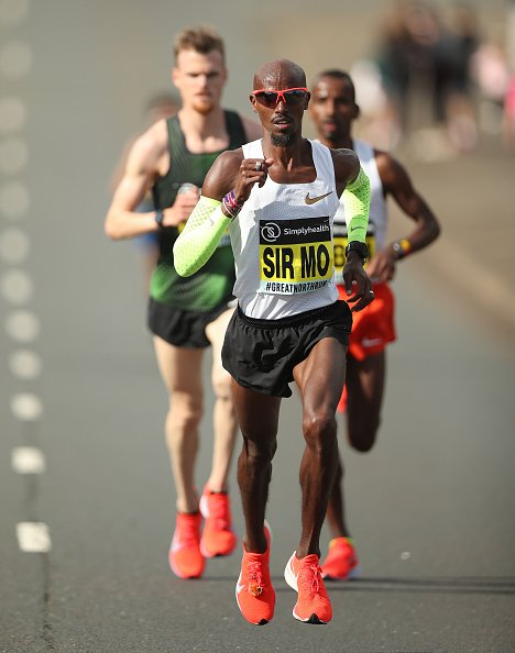 Four-time Olympic champion @Mo_Farah is in action at the London Big Half Marathon.   Watch here and on @BBCRedButton➡️ https://t.co/F7VNpEYiQ5 https://t.co/0w2UG7C2Vl