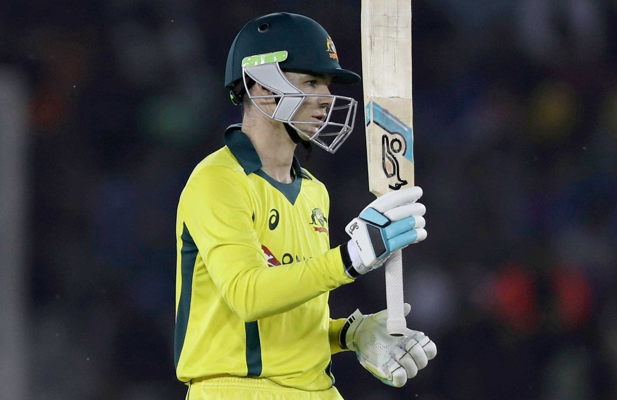 THERE IT IS! A maiden ODI 💯 for Peter Handscomb. Brilliant 👏👏 AUS 3-215. LIVE: https://cricketa.us/INDvAUS19-6 #INDvAUS