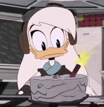 A Happy Birthday to voice of Della Duck herself, Paget Brewster. ;)