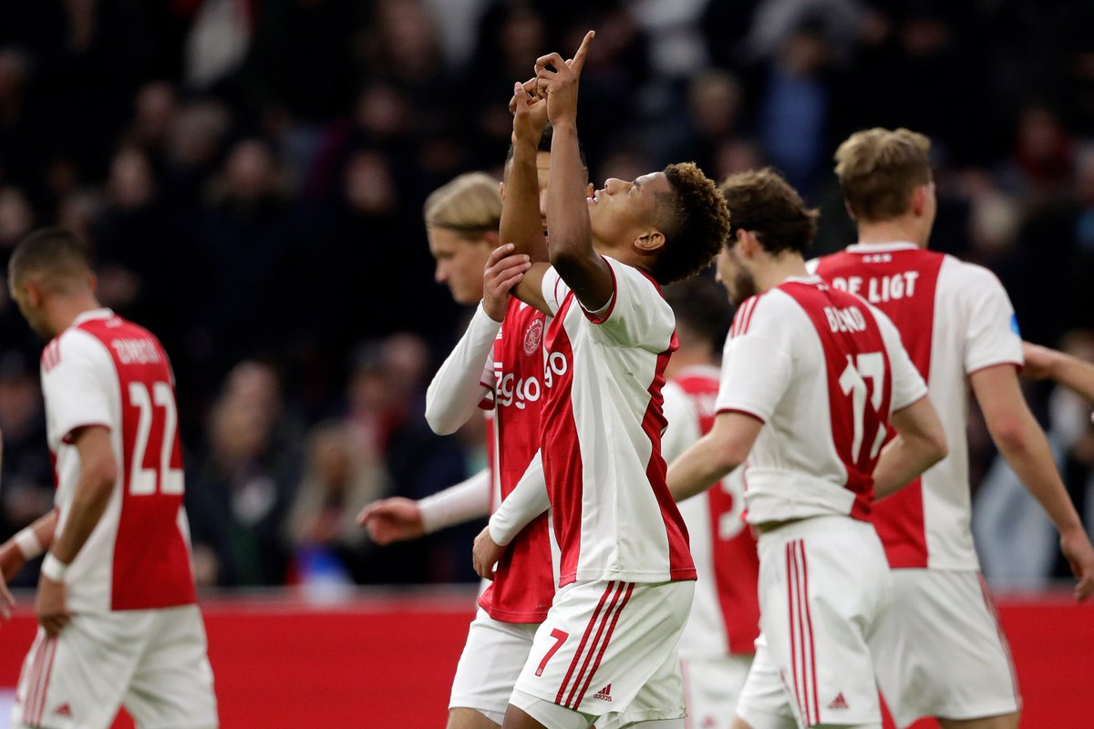 Dušan Tadić and David Neres end a brilliant week with another two goals apiece for Ajax. 🔥🔥  #UCL https://t.co/DsQgpfZ9tk