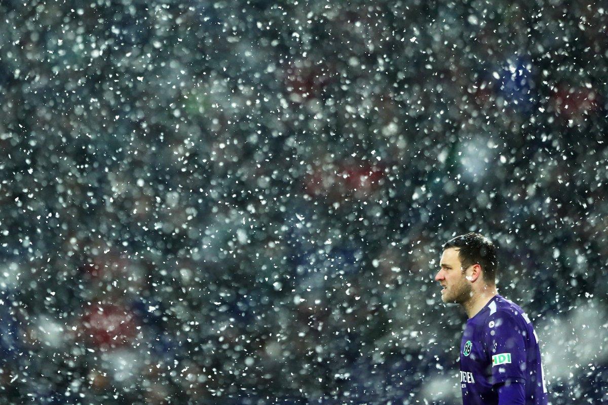 Бундеслига. Густой снегопад и драма в матче Байера с Ганновером, Нагельсманн наконец-то побеждает - изображение 3