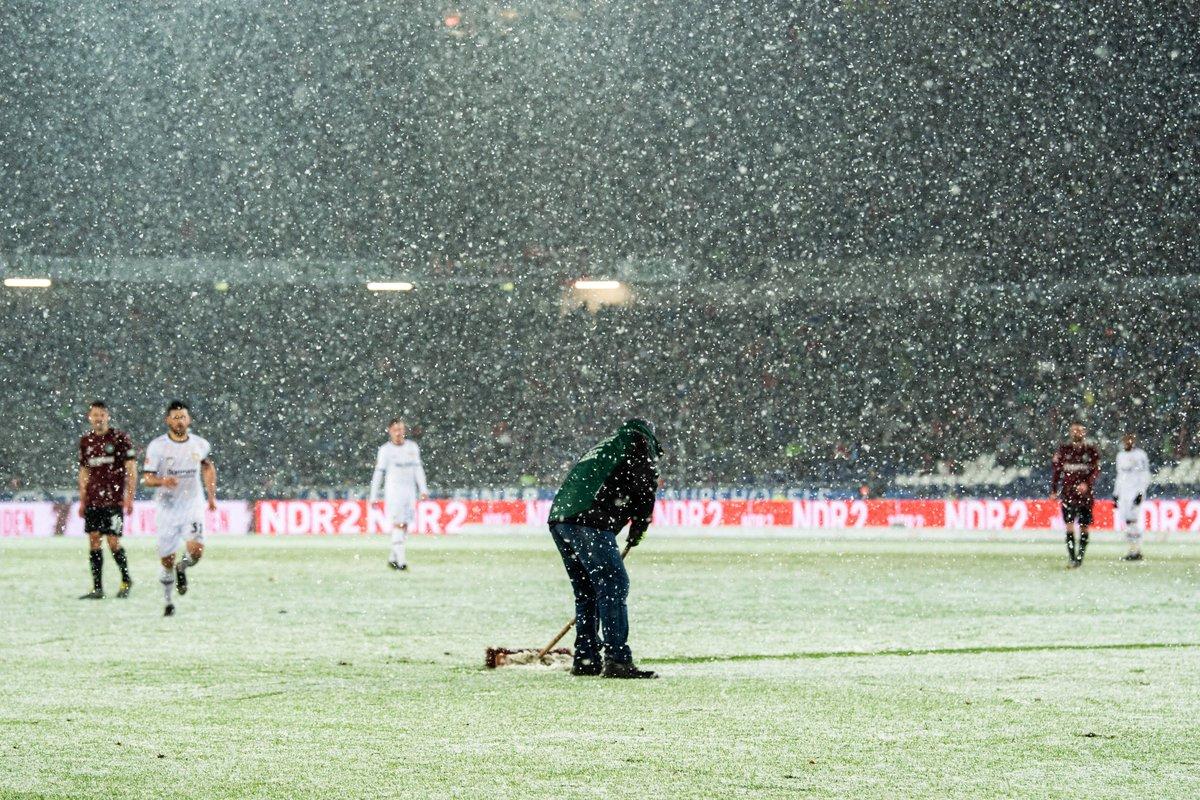 Бундеслига. Густой снегопад и драма в матче Байера с Ганновером, Нагельсманн наконец-то побеждает - изображение 1